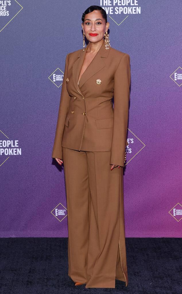 People's Choice Awards: лучшие звездные наряды на красной дорожке - фото 3