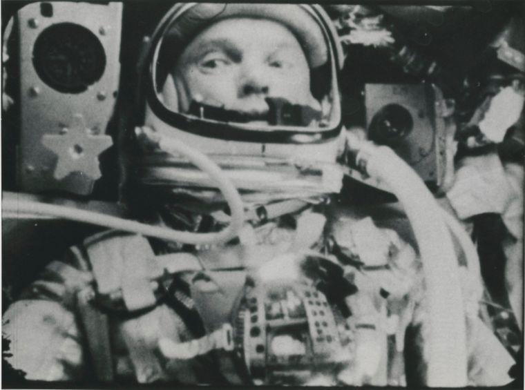 В Нью-Йорке на аукционе выставили самую большую коллекцию редких фото NASA (Фото) - фото 8