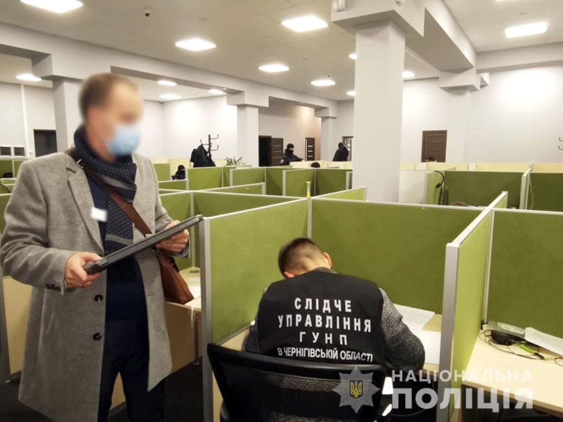 Плата за кредит: в Черниговской области коллекторы распространяли поддельное порно с должниками (Фото) - фото 2