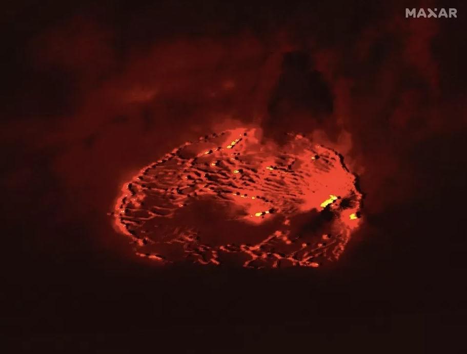 Завораживающее зрелище: извержение вулкана на Гавайях запечатлели с космоса (ФОТО)  - фото 2