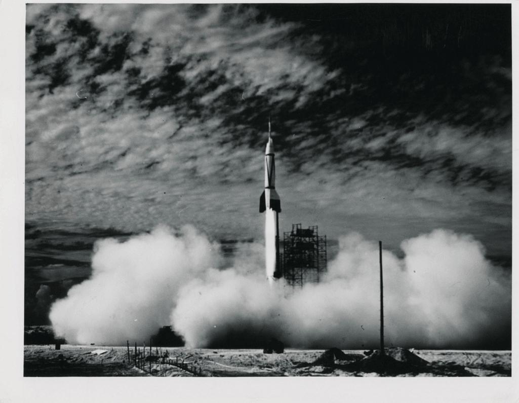 В Нью-Йорке на аукционе выставили самую большую коллекцию редких фото NASA (Фото) - фото 2