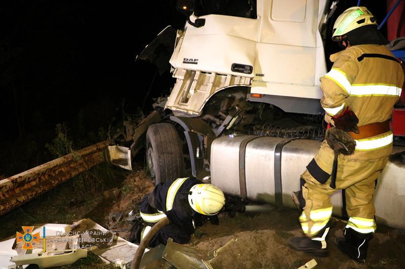В Днепре произошло ДТП с четырьмя грузовиками: есть ли жертвы (ФОТО, ВИДЕО) - фото 3