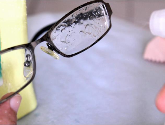 """Сім Лайфхак для """"очкариків"""" - як носити маску, щоб окуляри не запотівали - фото 4"""
