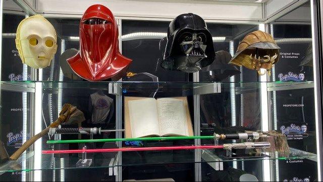Очки Гарри Поттера и шляпу Индианы Джонса выставили на аукцион - фото 2