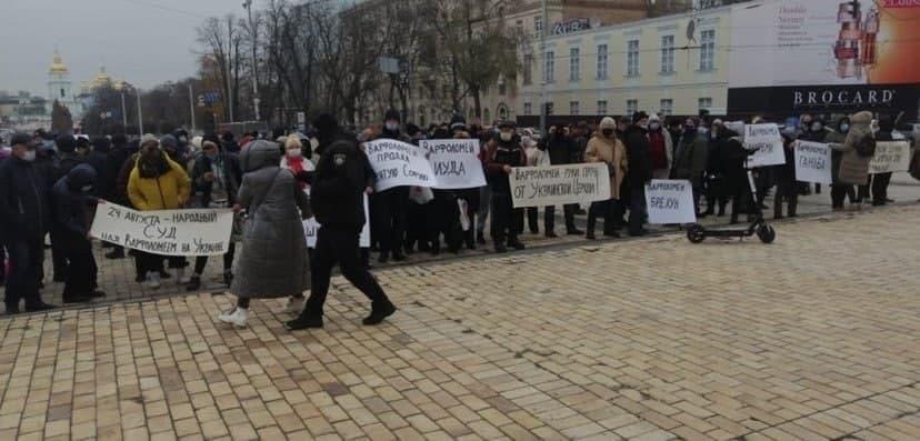 «Варфоломій - мавпочка Вашингтона»: в центрі Києва пройшов мітинг проти Вселенського патріарха - фото 2