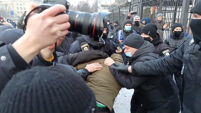 В Киеве сорвали акцию в поддержку Навального (фото, видео) - фото 2