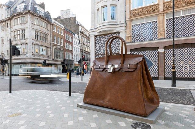 У Лондоні з'явилася величезна скульптура, яка має важливе значення для жінок - фото 3