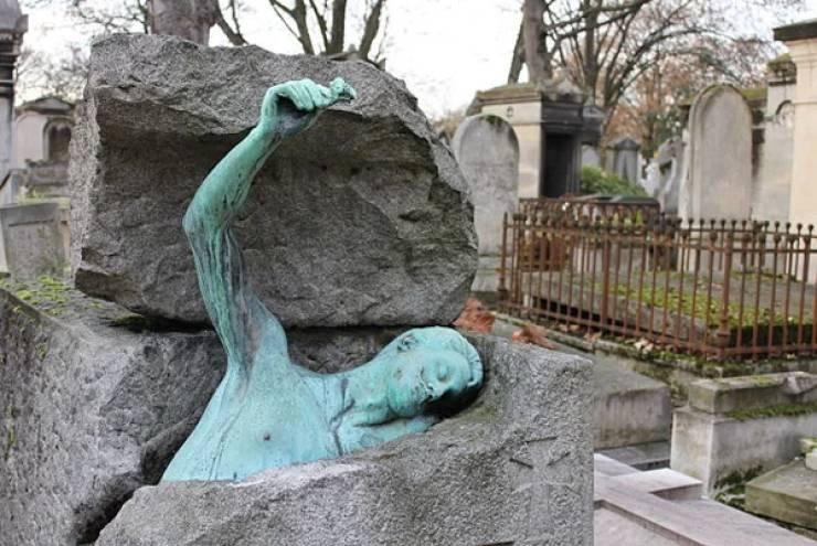 Странные, душераздирающие и забавные - 25 необычных надгробий со всего мира - фото 6