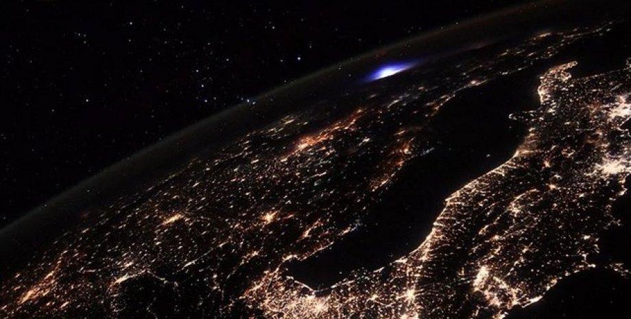 Астронавт на МКС запечатлел редкое атмосферное явление: как оно выглядит (ФОТО)  - фото 2
