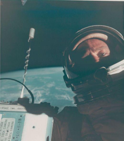 В Нью-Йорке на аукционе выставили самую большую коллекцию редких фото NASA (Фото) - фото 3