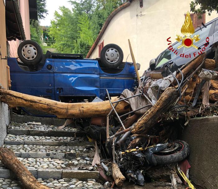 Италию накрыл сильный ливень: стихия разрушает города (ФОТО) - фото 2