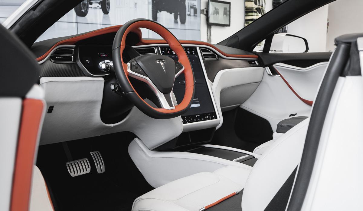 С легкой руки итальянских дизайнеров автомобиль Tesla превратился в роскошный кабриолет - фото 3