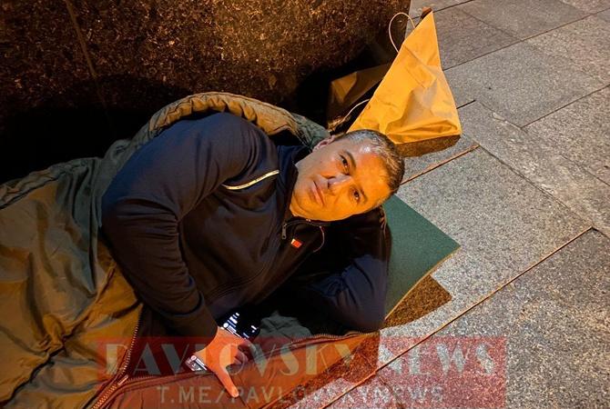 Мэр Умани провел ночь на полу под офисом Зеленского (фото, видео) - фото 2