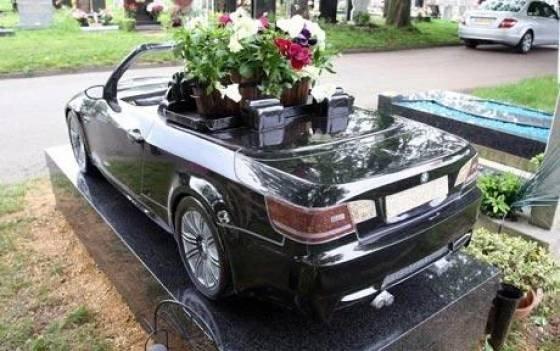 Странные, душераздирающие и забавные - 25 необычных надгробий со всего мира - фото 13