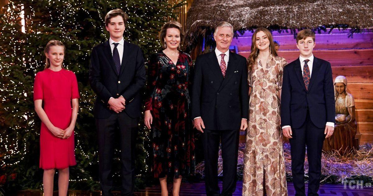 Бельгийская королевская семья представила миру свою рождественскую открытку  - фото 2