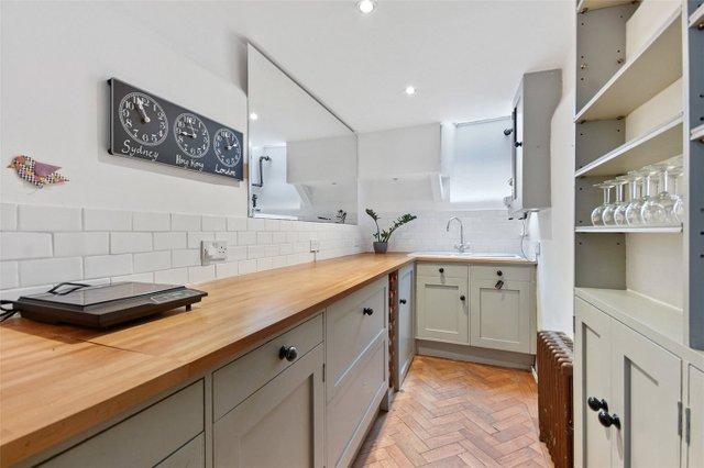 Найвужчий будинок в Лондоні продають за 1,2 мільйона доларів (фото) - фото 9
