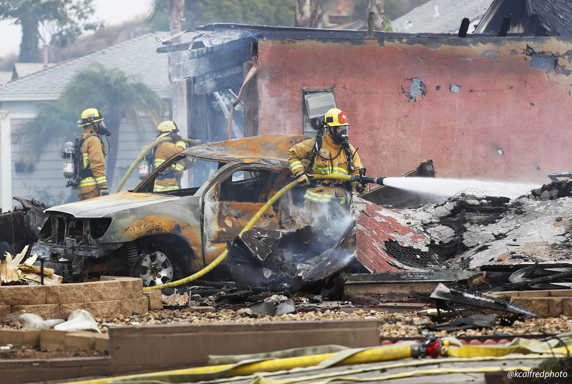 Погибшие люди и уничтоженные дома: что известно о крушении самолета в США - фото 3