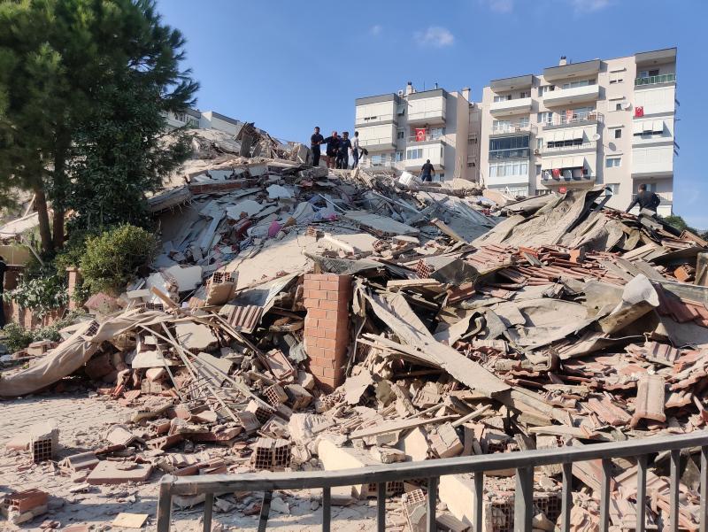 В турецком Измире произошло мощное землетрясение  - фото 2