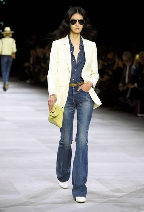 Какая модель джинсов вернулась в моду в 2021 году  - фото 7