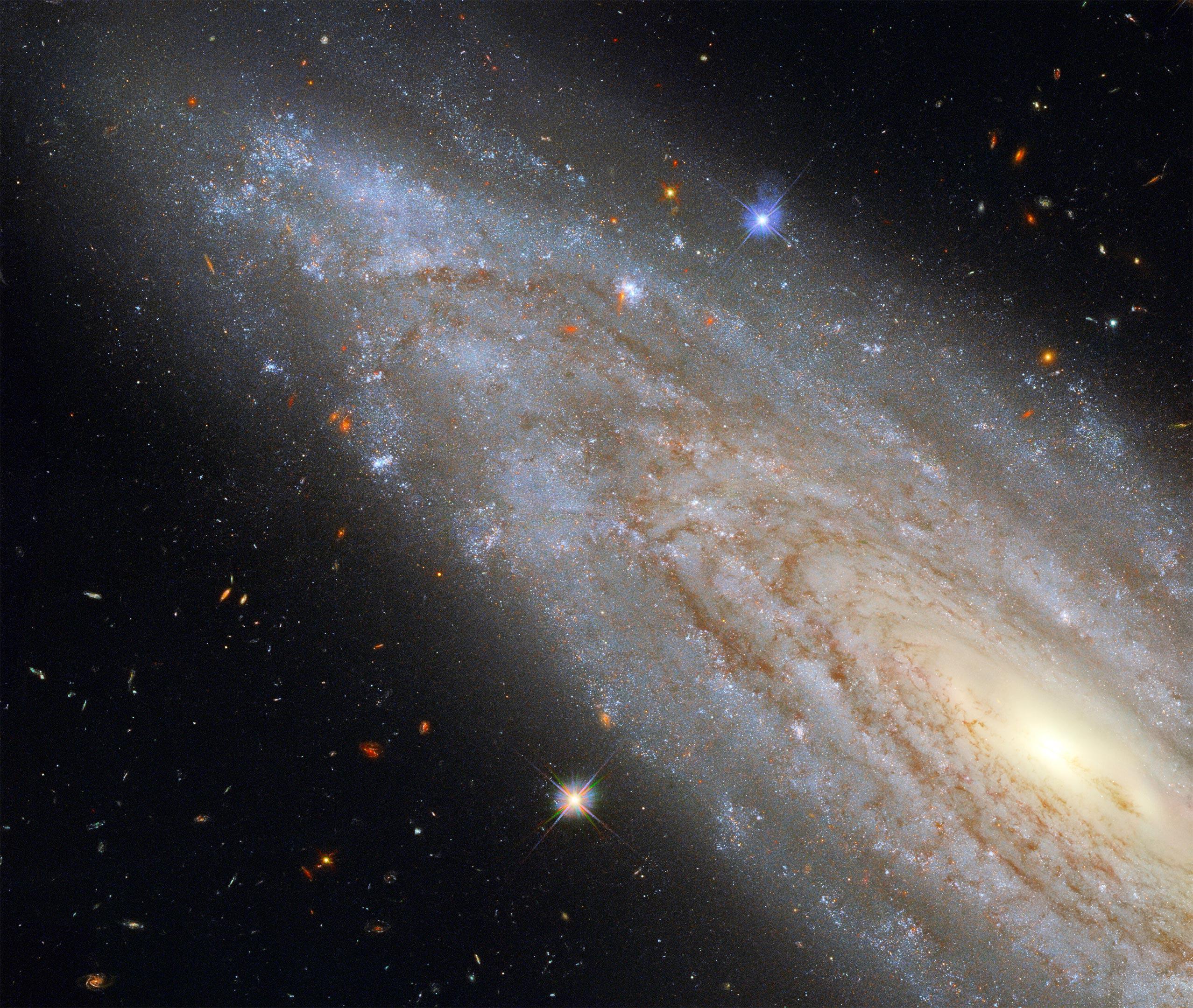 """Як виглядає """"галактика-електростанція"""": телескоп """"Хаббл"""" зробив нове фото - фото 2"""