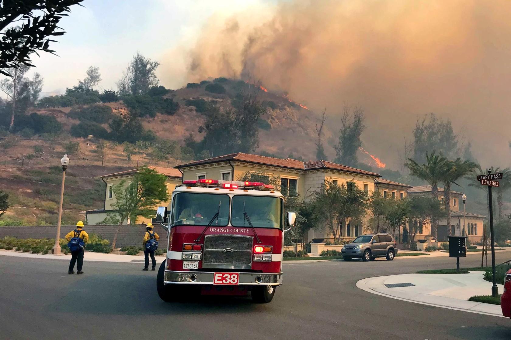 Десятки тисяч сімей змушені покинути домівки через лісові пожежі у США: опубліковані жахливі фото - фото 2