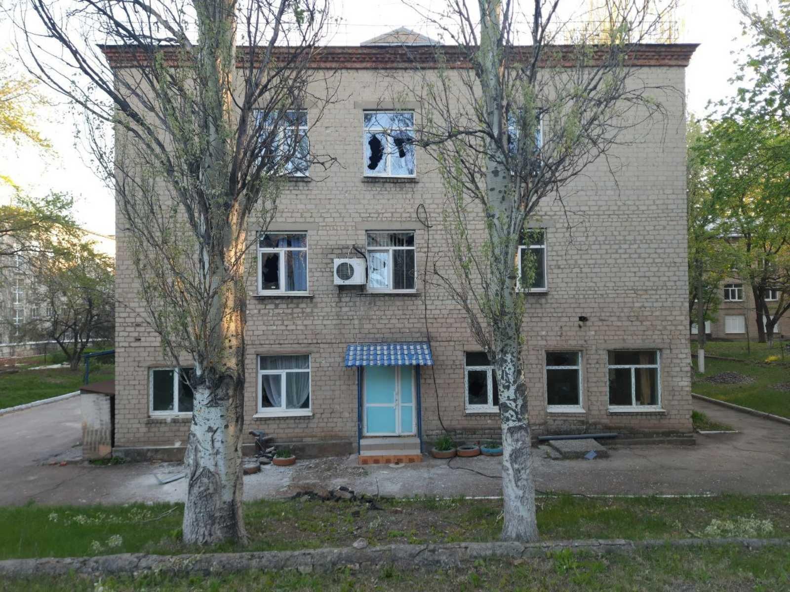 Обострение на Донбассе: оккупанты открыли огонь по ковидной больнице (ФОТО) - фото 2