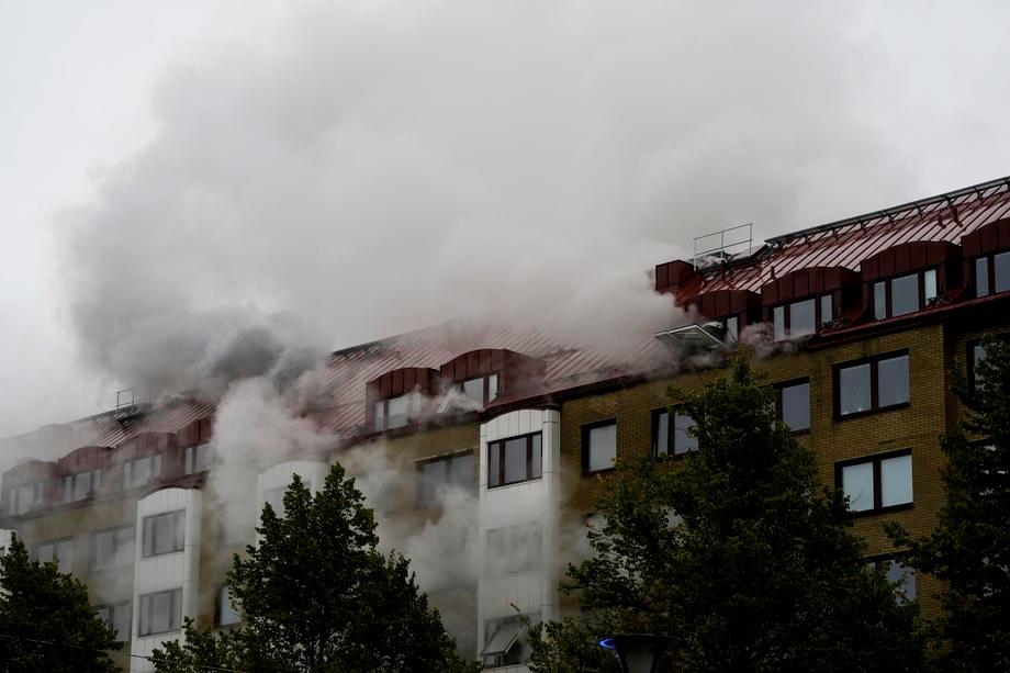 В Швеции прогремел взрыв в многоквартирном доме: люди прыгали из окон (ФОТО)  - фото 2