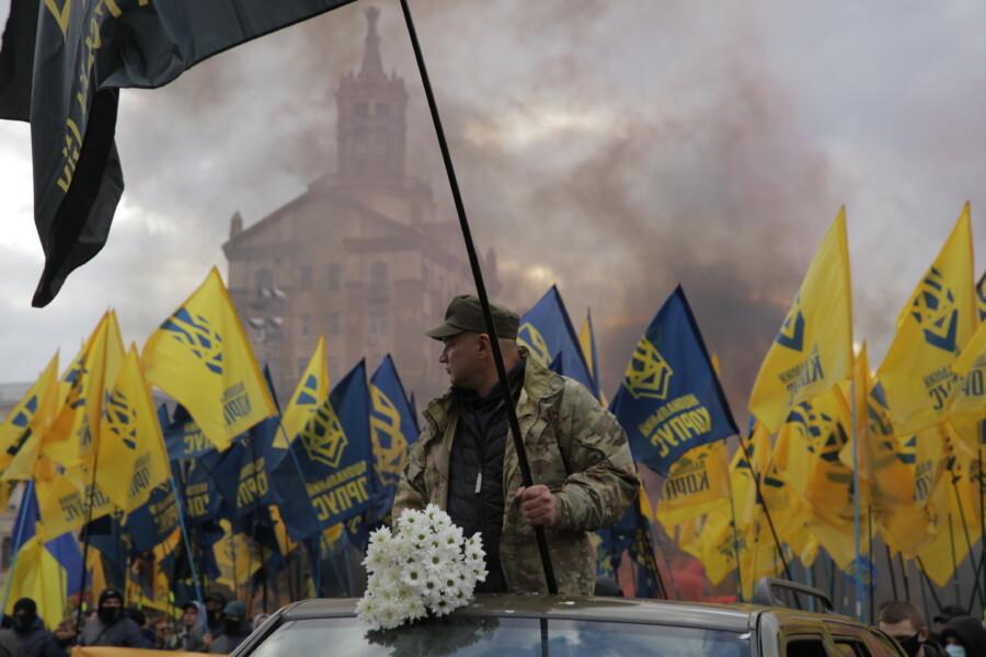 В Киеве состоялся Марш Нации с участием Нацкорпуса - фото 2