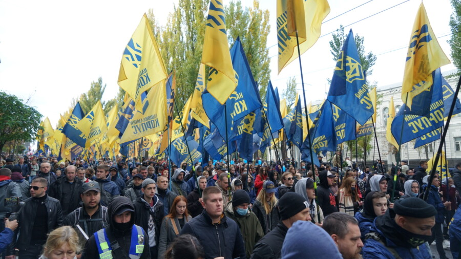 В Киеве состоялся Марш Нации с участием Нацкорпуса - фото 5