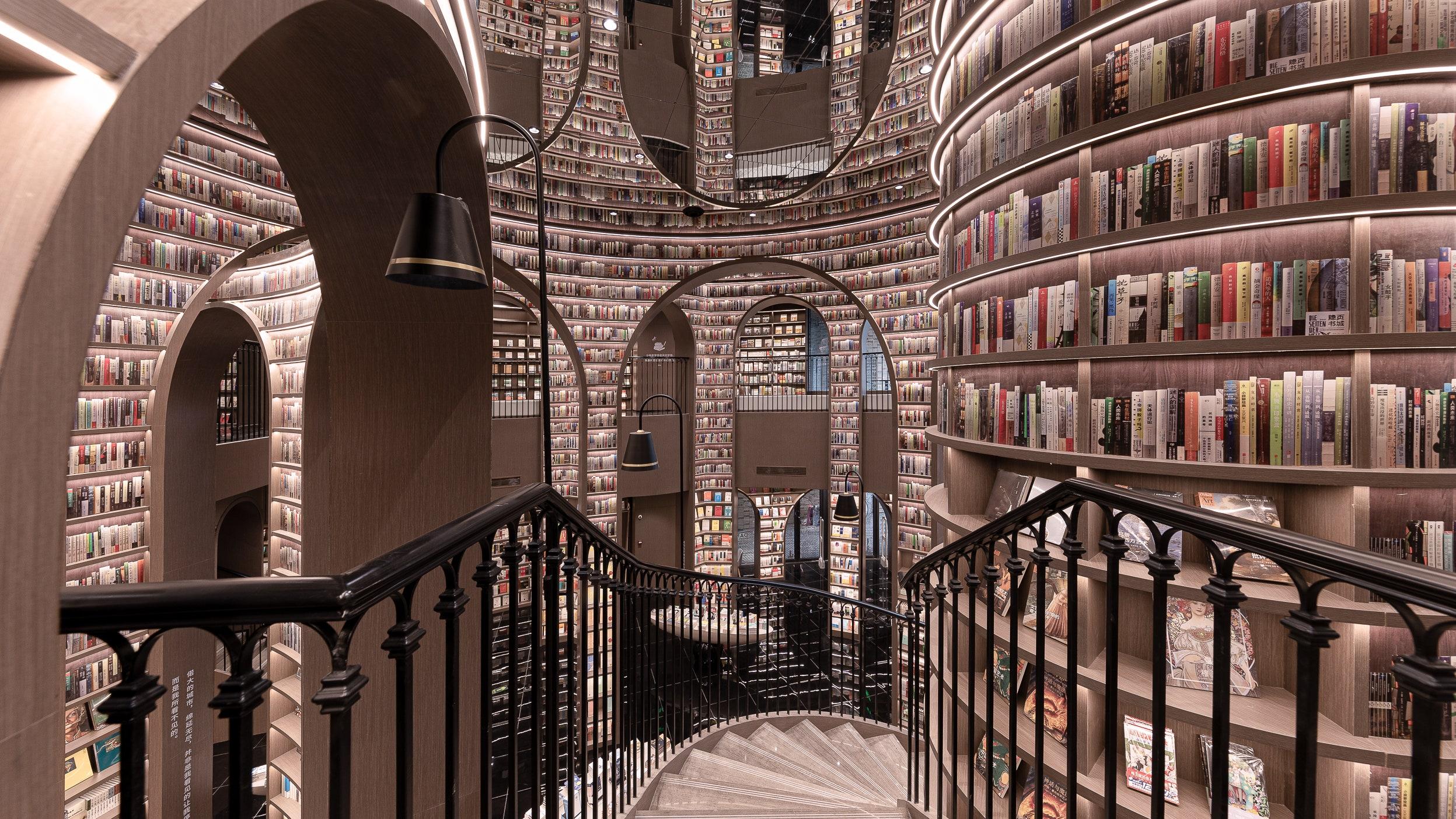Книги від підлоги до стелі: у Китаї відкрився книжковий магазин із неймовірним інтер'єром - фото 5