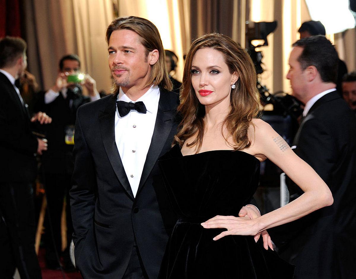 Анджелина Джоли призналась что Питт заставил ее выйти замуж сегодня 16:50 • Светлана Шкурупи