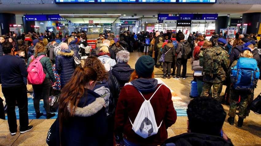 Украинцы из-за шторма не могут вылететь из Германии и Нидерландов