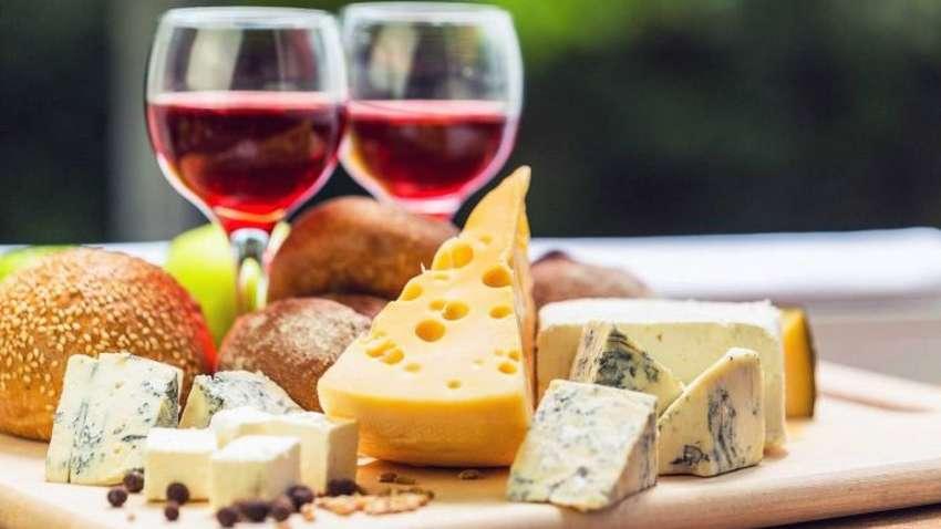 Вино и сыр уменьшают проявление когнитивных нарушений - ученые