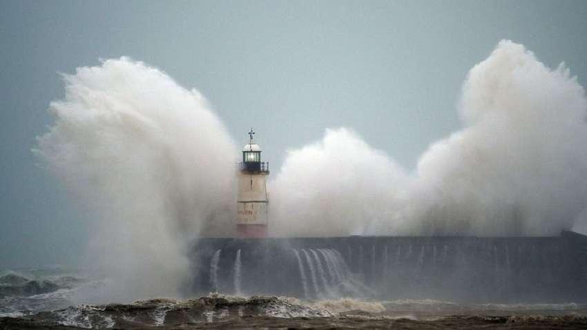 Британию накрыл мощный шторм: отменены рейсы и матчи