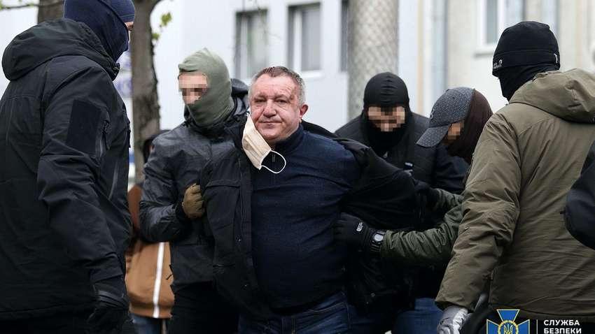 Російський паспорт та 200 тис. доларів за диверсію: СБУ викрила генерал-майора на співпраці з ФСБ Росії