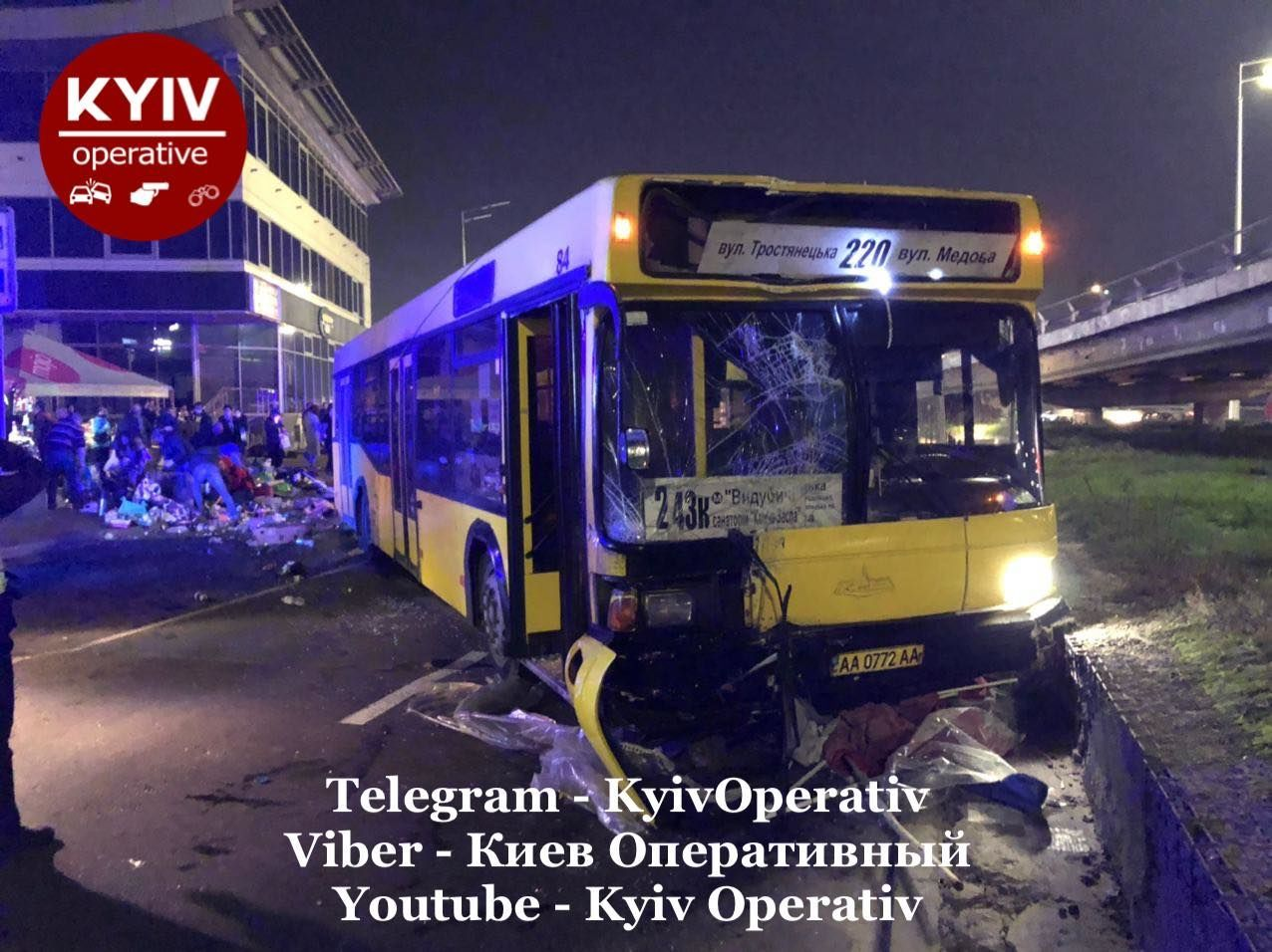 Смертельное ДТП в Киеве - автобус снес остановку, полную людей - фото 9