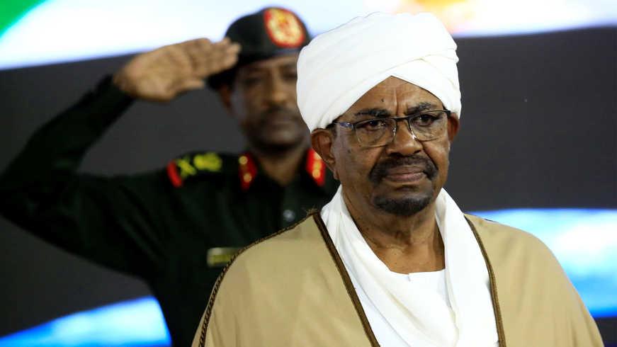 Экс-президент Судана получил 2 года тюрьмы за коррупцию