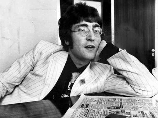 Легендарные круглые очки Джона Леннона пустили с молотка