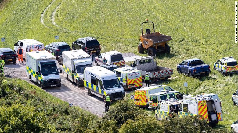 Не менше трьох людей загинули у результаті аварії потягу в Шотландії: опубліковані шокуючі фото і відео - фото 4