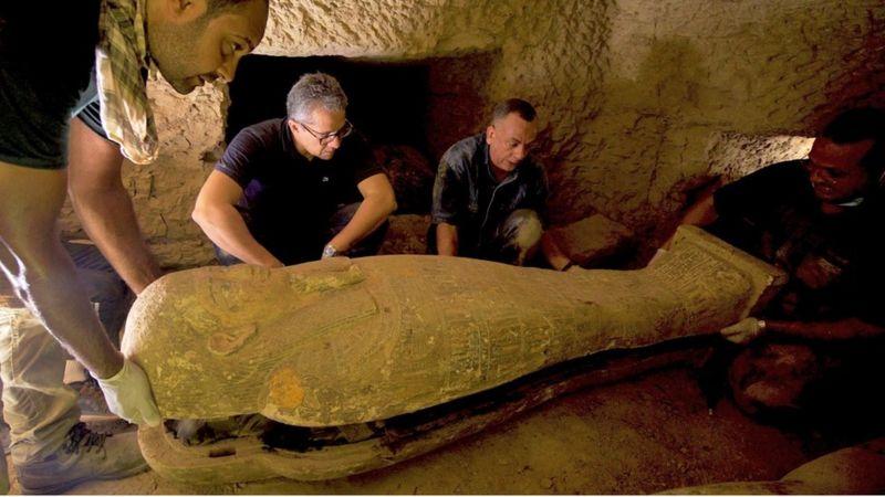 В Египте археологи раскопали древнейшие саркофаги: выглядят как новые (ФОТО) - фото 2