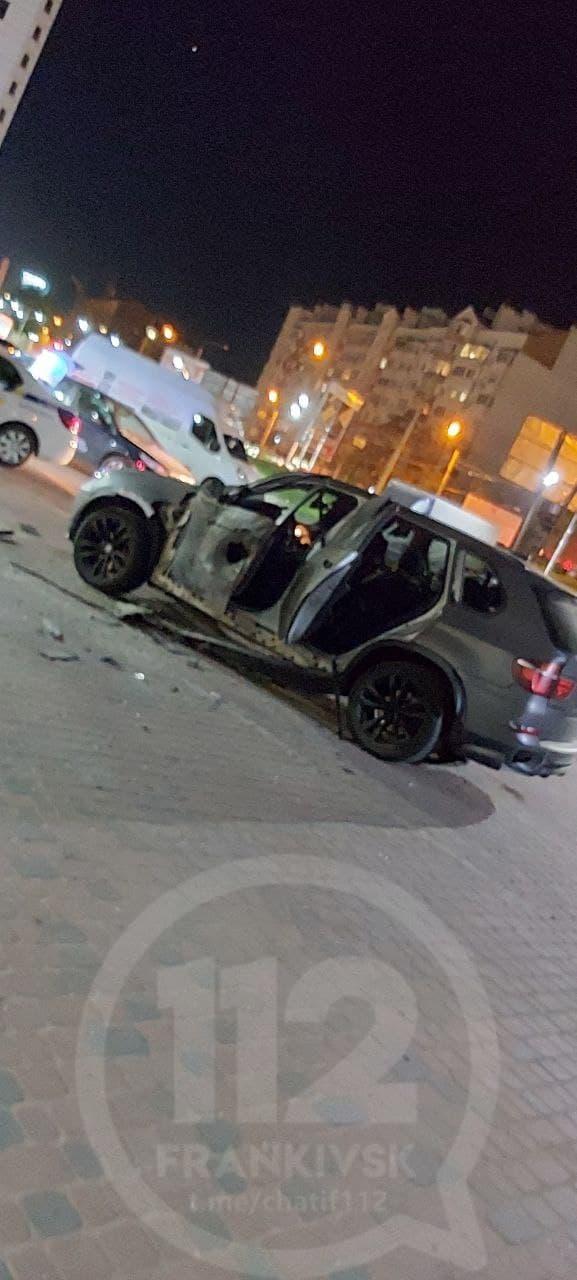 В Ивано-Франковске обстреляли автомобиль из гранатомета - фото 2