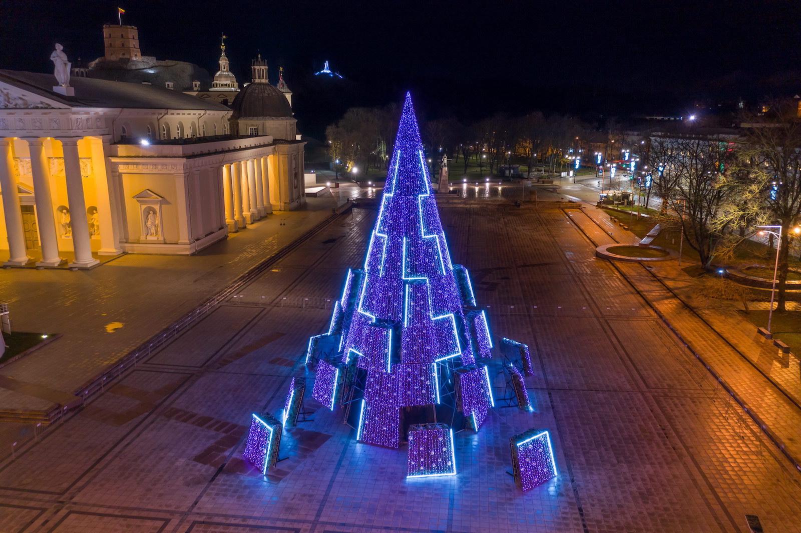 Заряд бадьорості: стало відомо, на якій енергії працює головна ялинка Литви - фото 4