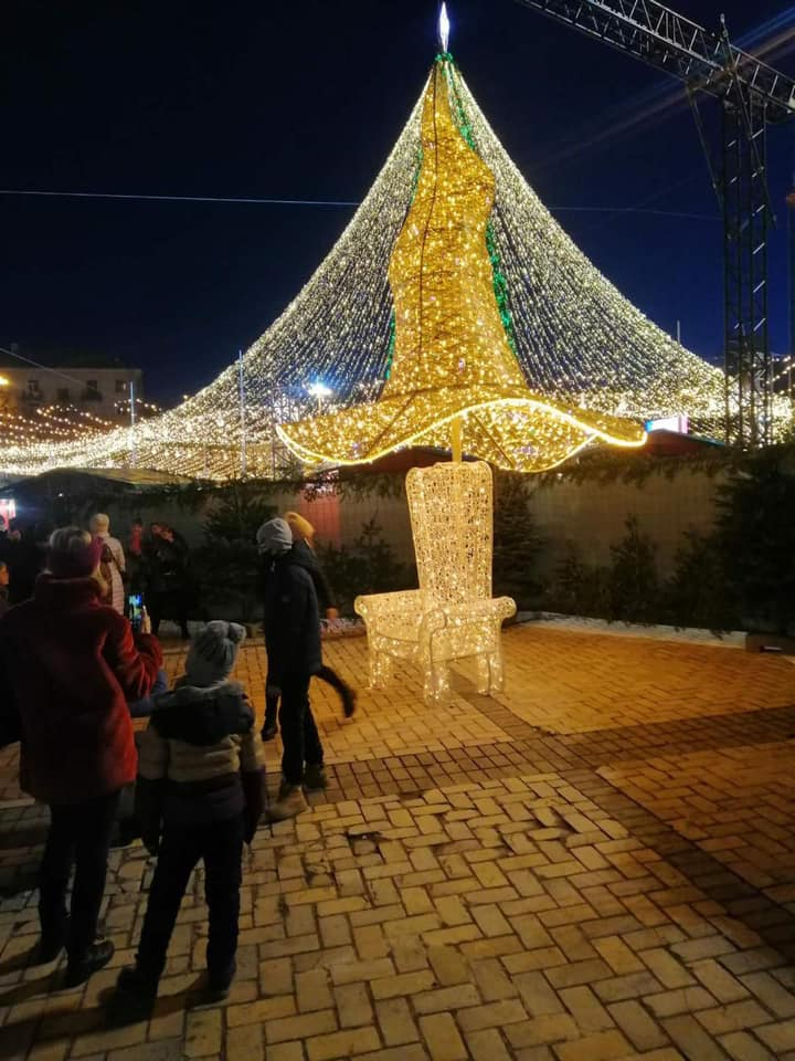 На Софийскую площадь в Киеве вернули «волшебную шляпу» - фото 3