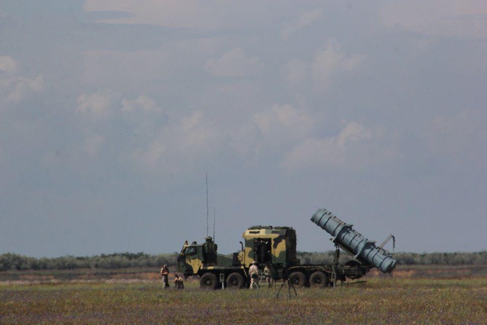 Генштаб ВСУ показал фото очередного этапа испытаний ракетного комплекса «Нептун» - фото 6
