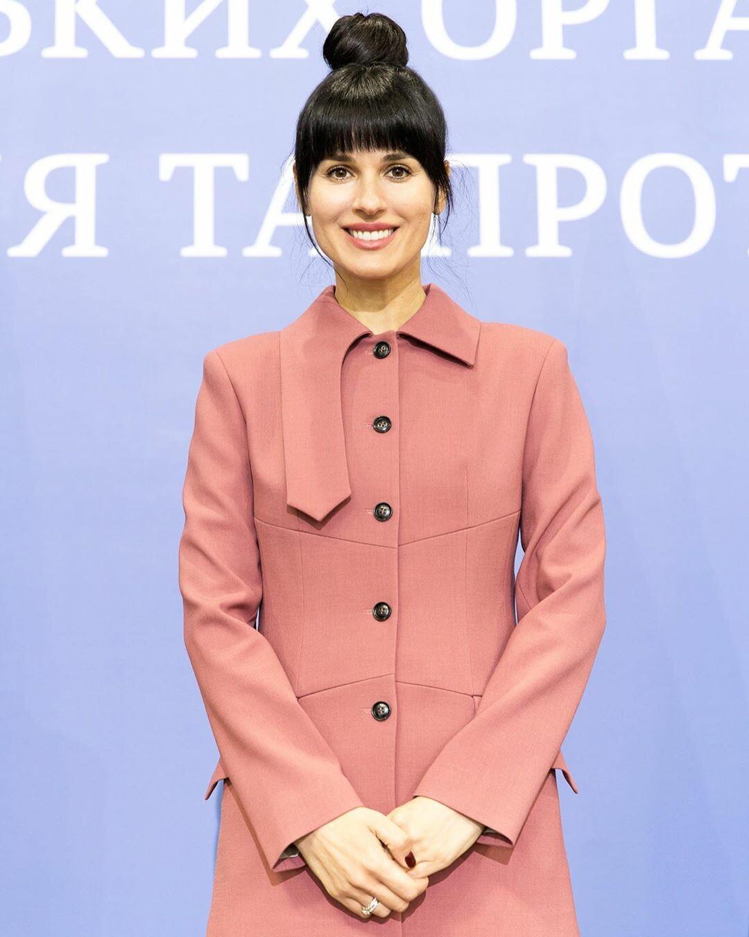 У діловому костюмі: Маша Єфросиніна з'явилася на офіційному заході з президентом - фото 3
