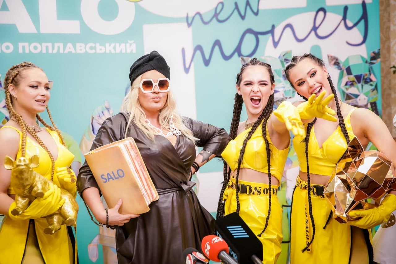 Михаил Поплавский решил превратить сало в золото в новом клипе - фото 6