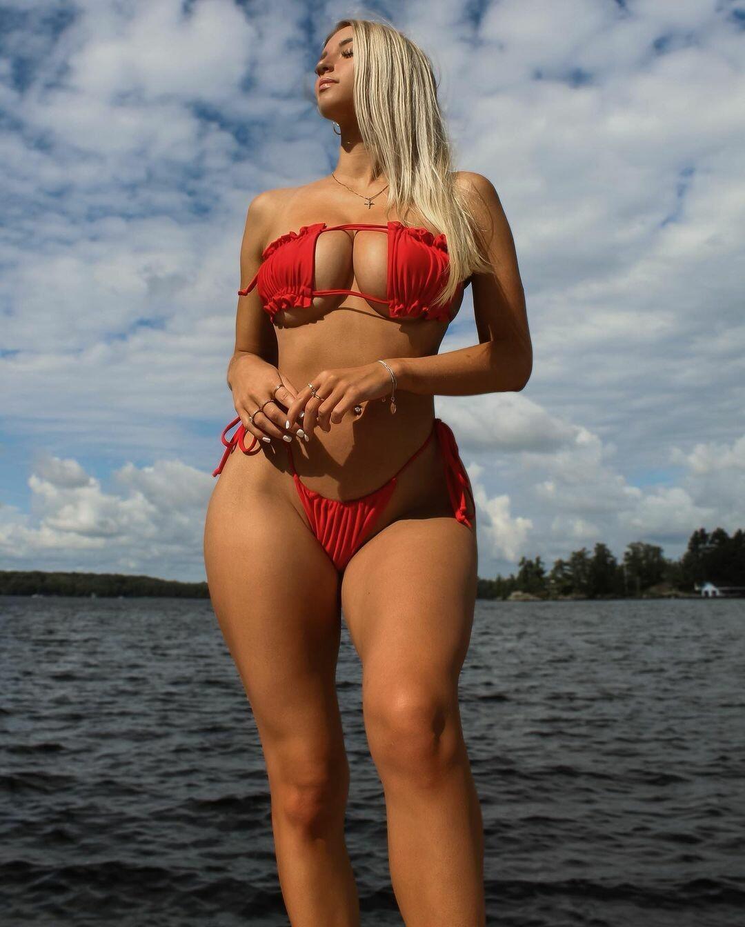 Відома канадська хокеїстка пішла в моделі: гарячі фото - фото 4
