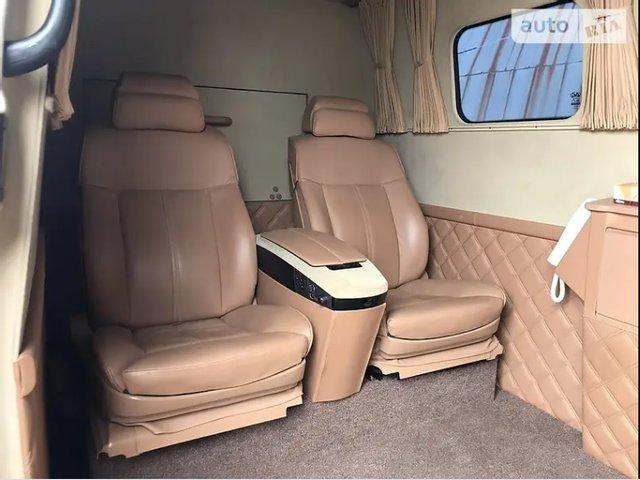 На продаж виставили броньований мікроавтобус Кернеса: вартість і фото - фото 5
