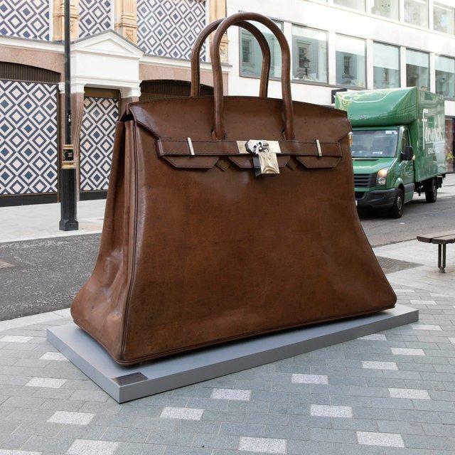 У Лондоні з'явилася величезна скульптура, яка має важливе значення для жінок - фото 2