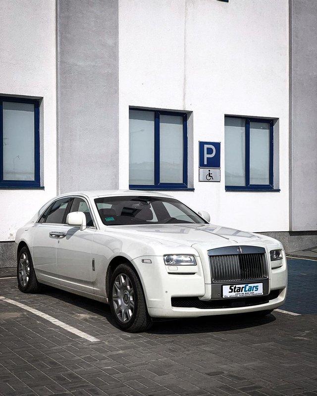 Во Львове засветился единственный в Украине белый Rolls-Royce за 10 миллион гривен - фото 2